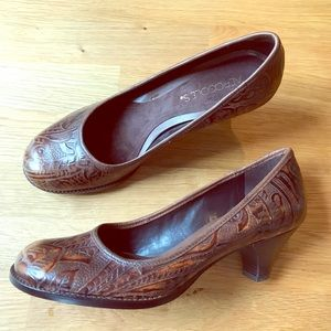 Tooled leather shoes w kitten heel. Worn once